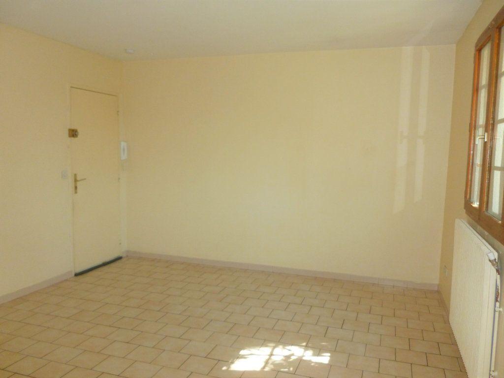 Appartement à louer 2 51m2 à Reims vignette-2
