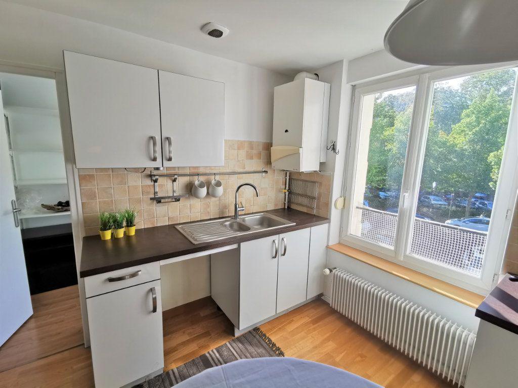 Appartement à louer 3 82.6m2 à Reims vignette-3