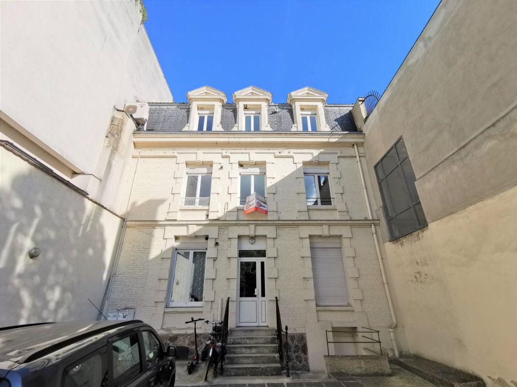 Appartement à louer 3 82.6m2 à Reims vignette-9