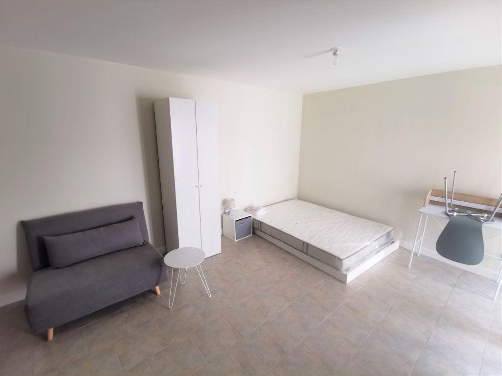 Appartement à louer 1 23m2 à Reims vignette-5