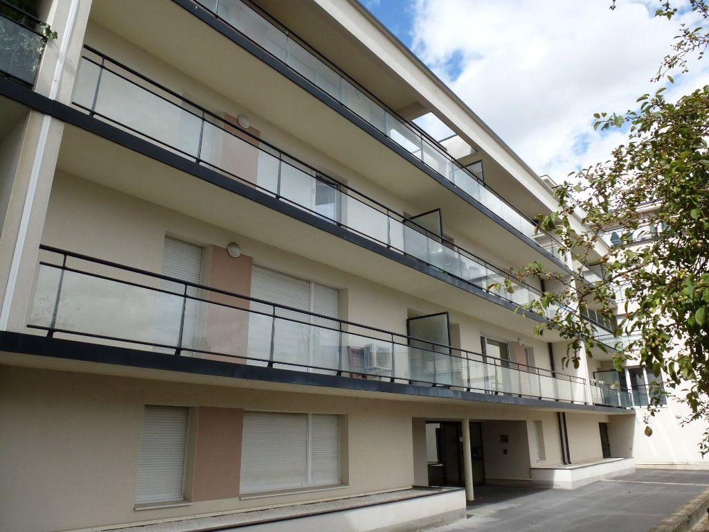 Appartement à vendre 3 68.95m2 à Reims vignette-1