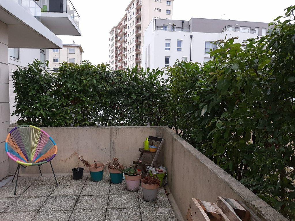 Appartement à vendre 1 42m2 à Reims vignette-2
