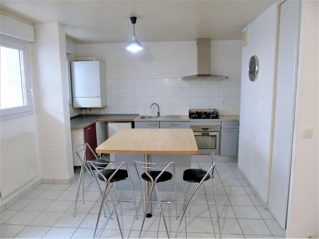 Appartement à vendre 4 75.2m2 à Reims vignette-1