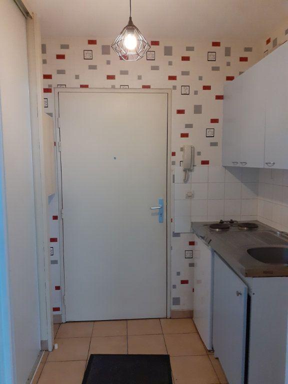 Appartement à louer 1 27m2 à Reims vignette-5
