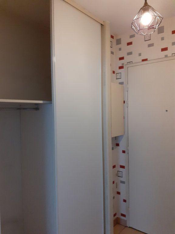 Appartement à louer 1 27m2 à Reims vignette-6