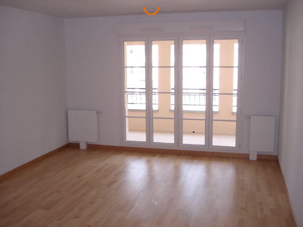 Appartement à louer 4 82.76m2 à Reims vignette-2