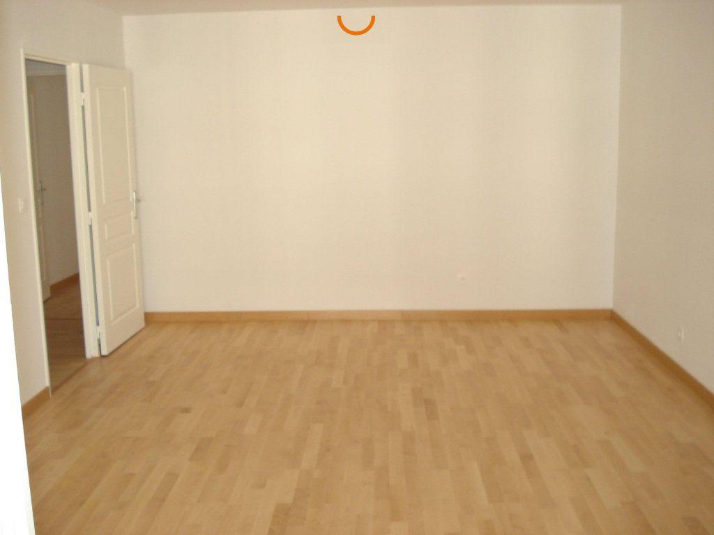 Appartement à louer 4 82.76m2 à Reims vignette-3
