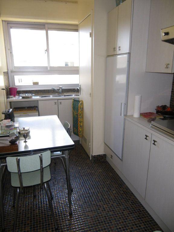 Appartement à vendre 4 82.72m2 à Reims vignette-6