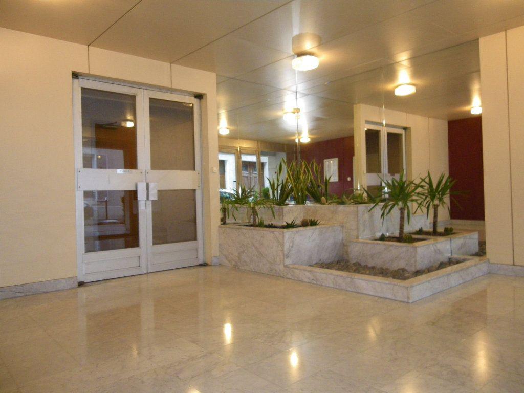 Appartement à vendre 4 82.72m2 à Reims vignette-9