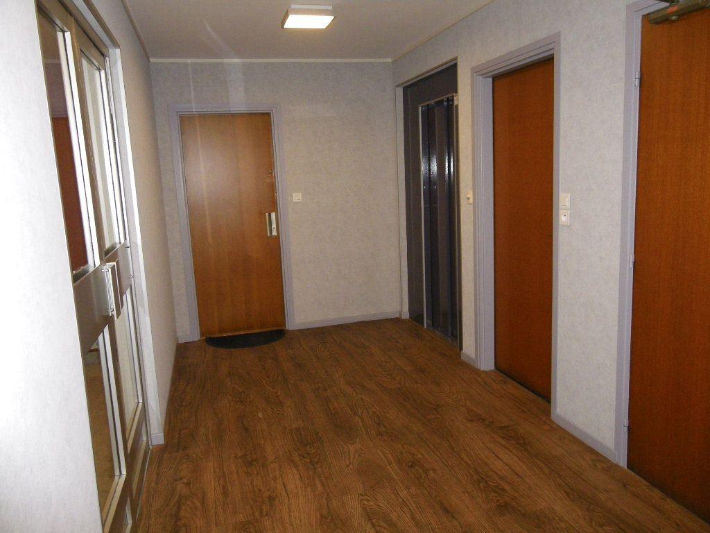 Appartement à vendre 4 82.72m2 à Reims vignette-10