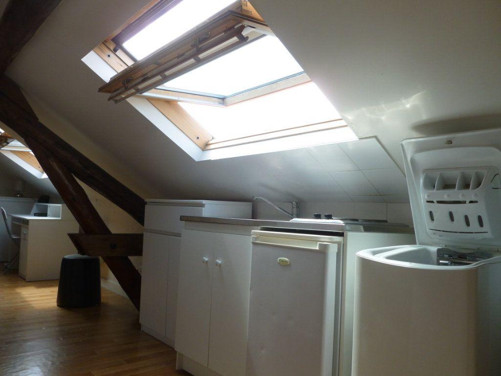 Appartement à louer 1 25m2 à Reims vignette-1