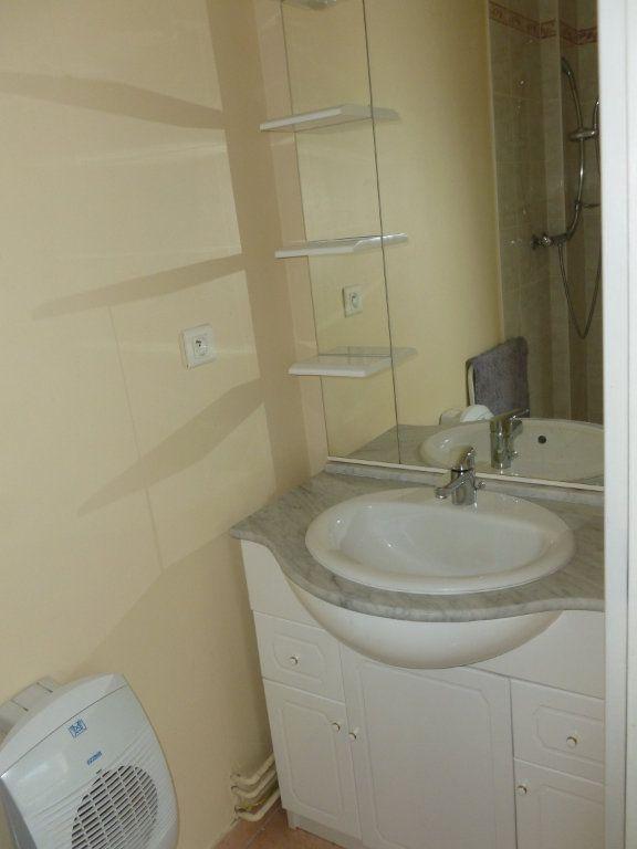 Appartement à louer 1 25m2 à Reims vignette-4