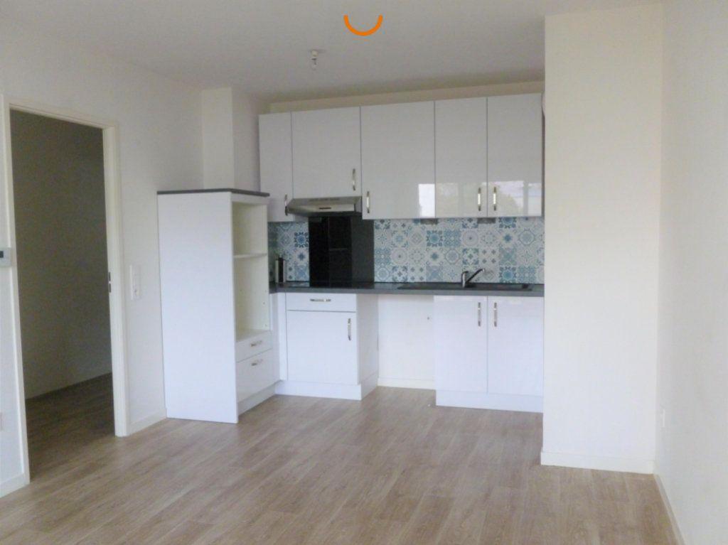 Appartement à louer 3 57.87m2 à Reims vignette-2
