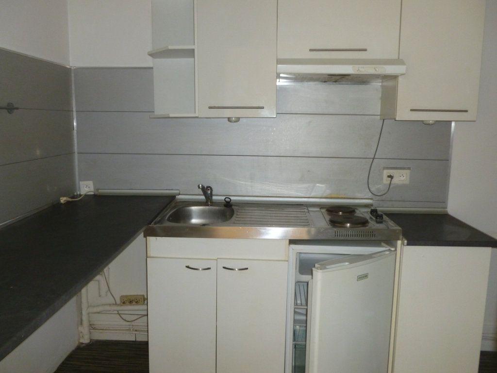 Appartement à louer 3 43m2 à Reims vignette-2