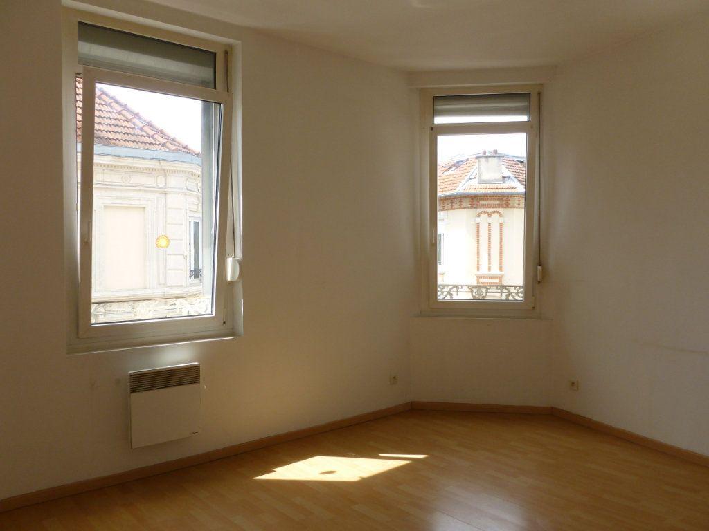 Appartement à louer 3 43m2 à Reims vignette-3