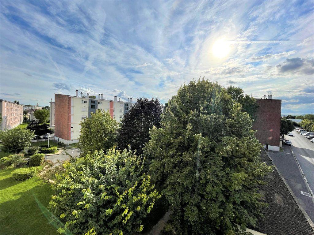 Appartement à louer 3 54.5m2 à Reims vignette-1