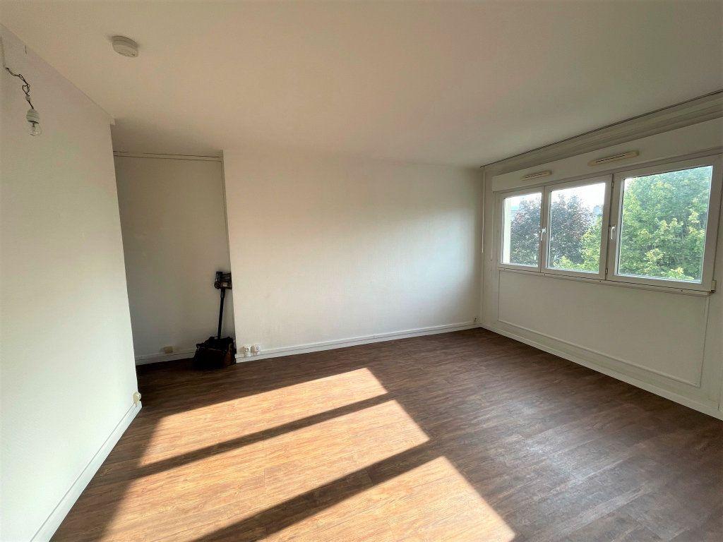 Appartement à louer 3 54.5m2 à Reims vignette-3