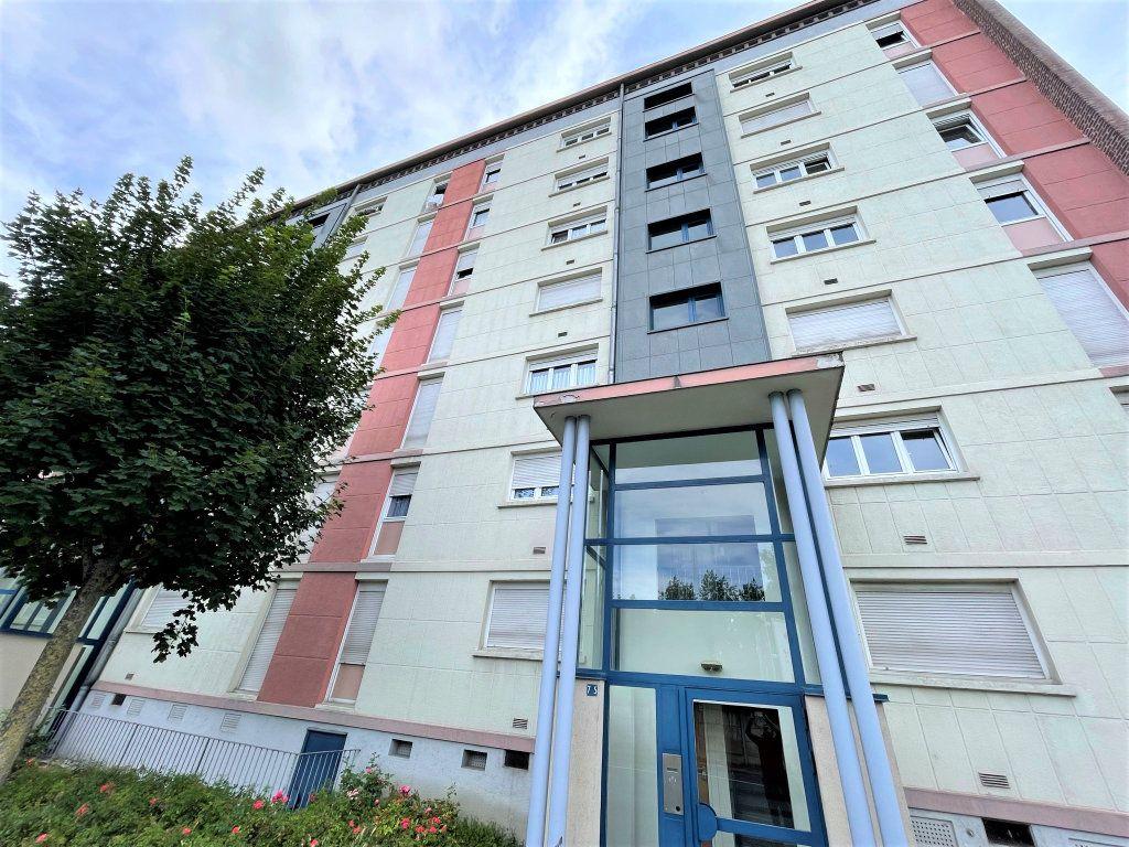 Appartement à louer 3 54.5m2 à Reims vignette-12