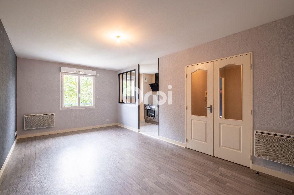 Appartement à louer 2 46.57m2 à Limoges vignette-1
