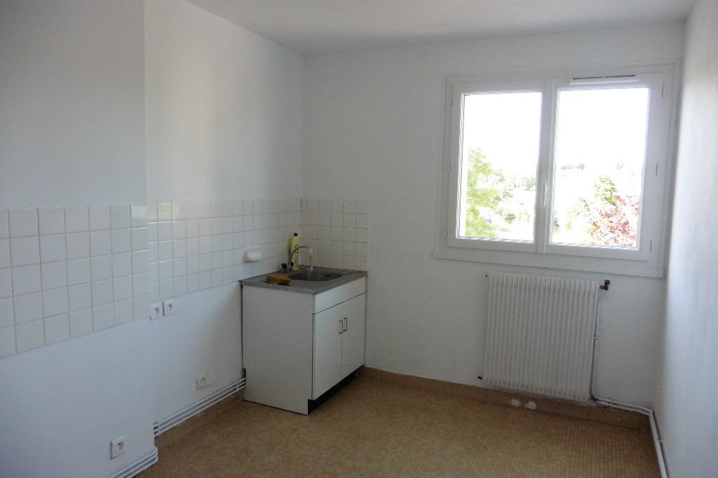 Appartement à louer 2 46.68m2 à Limoges vignette-3