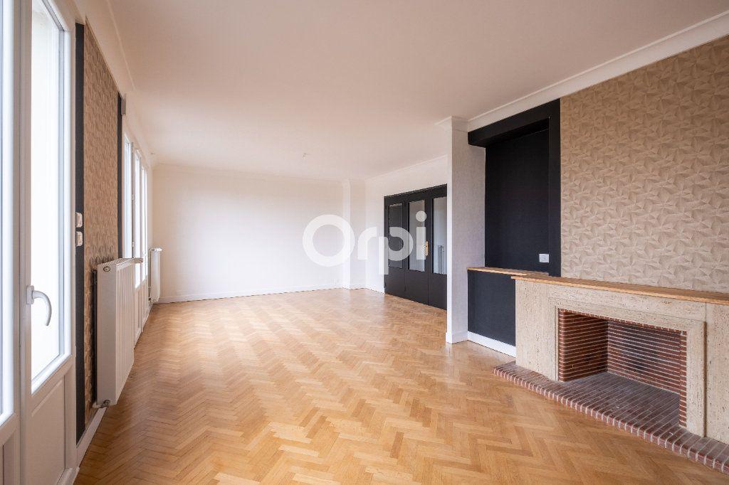 Appartement à vendre 5 149m2 à Limoges vignette-2