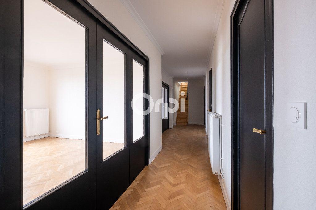 Appartement à vendre 5 149m2 à Limoges vignette-3