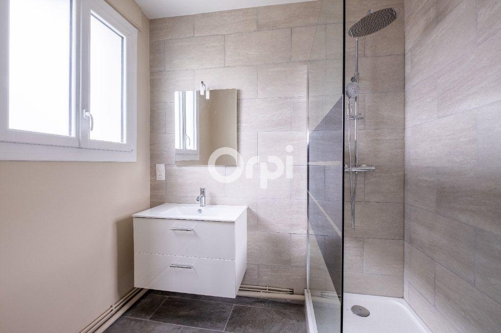 Appartement à vendre 5 149m2 à Limoges vignette-8
