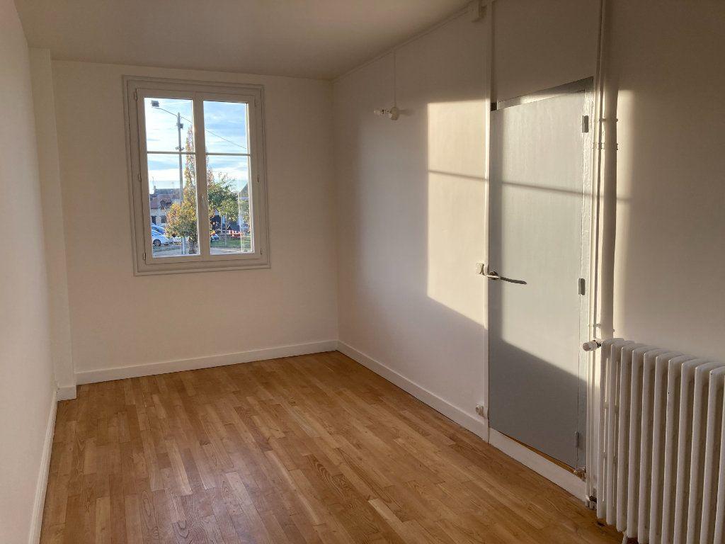 Maison à louer 8 129.32m2 à Bessines-sur-Gartempe vignette-10