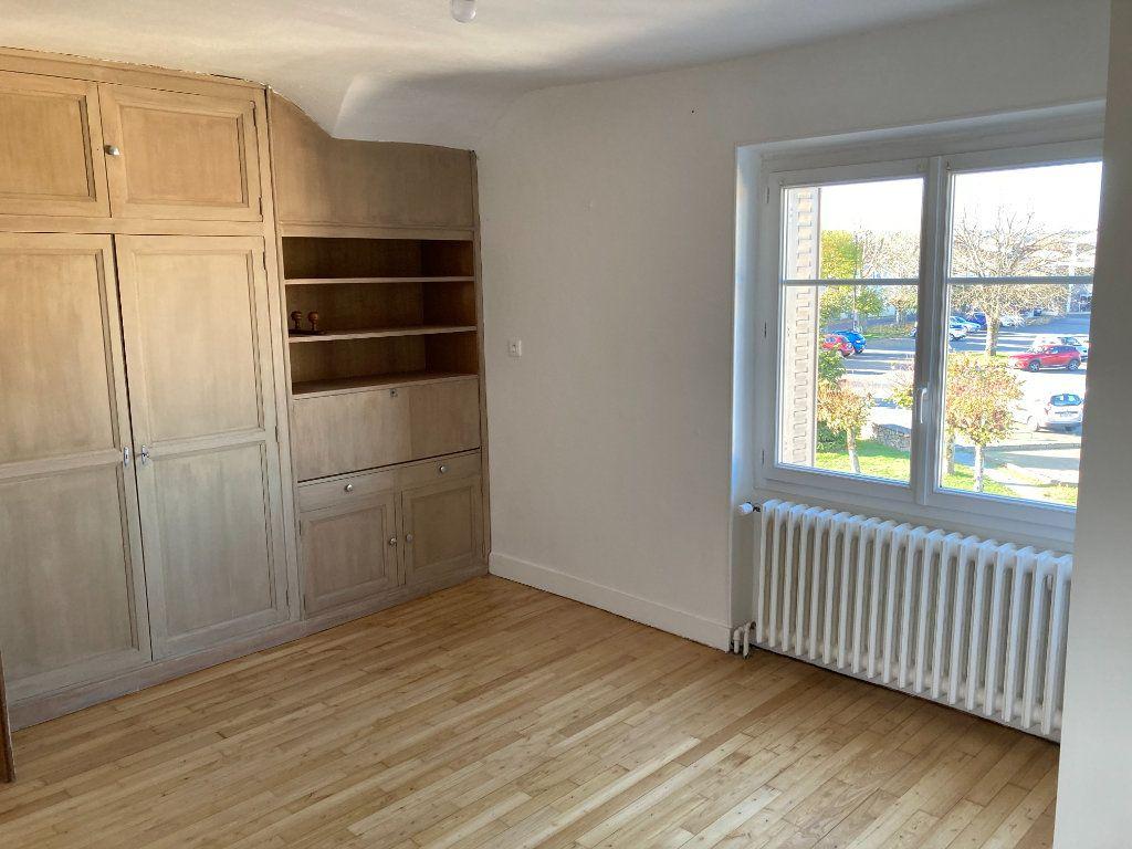 Maison à louer 8 129.32m2 à Bessines-sur-Gartempe vignette-13