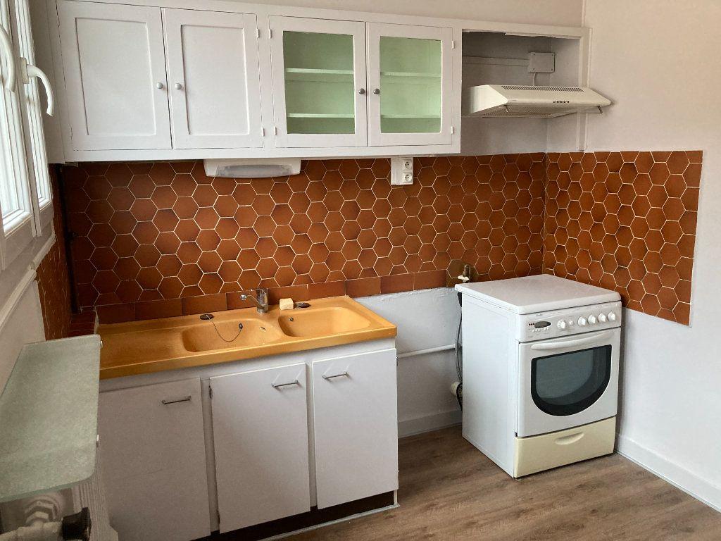 Appartement à louer 3 93m2 à Limoges vignette-2