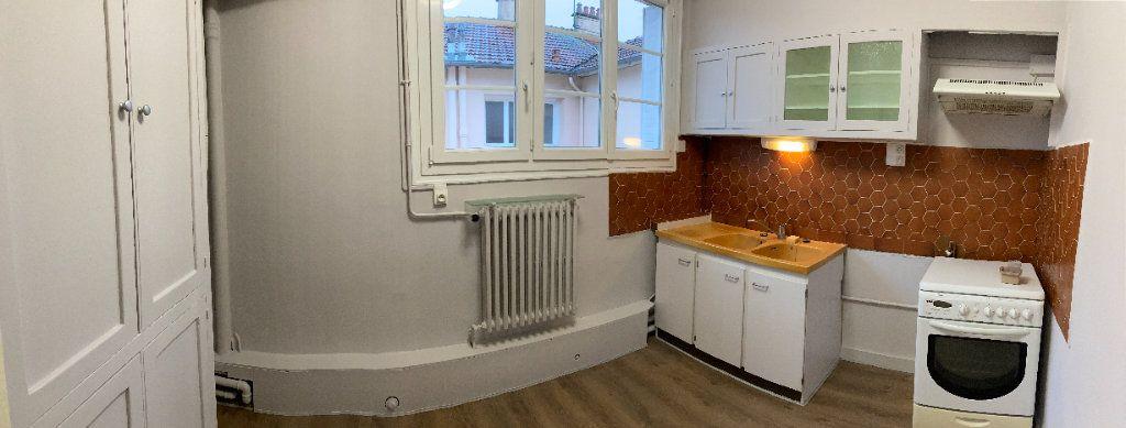 Appartement à louer 3 93m2 à Limoges vignette-3