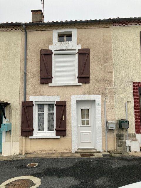Maison à vendre 3 70m2 à Peyrat-de-Bellac vignette-1