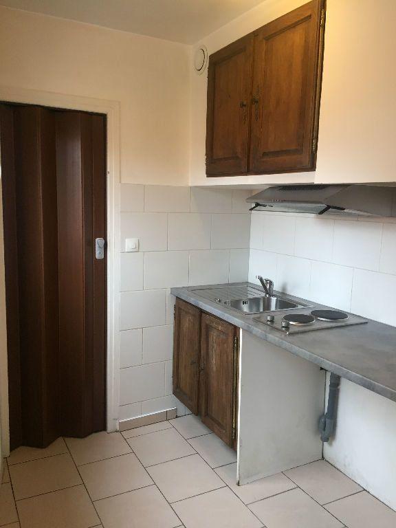 Appartement à louer 1 24m2 à La Seyne-sur-Mer vignette-1