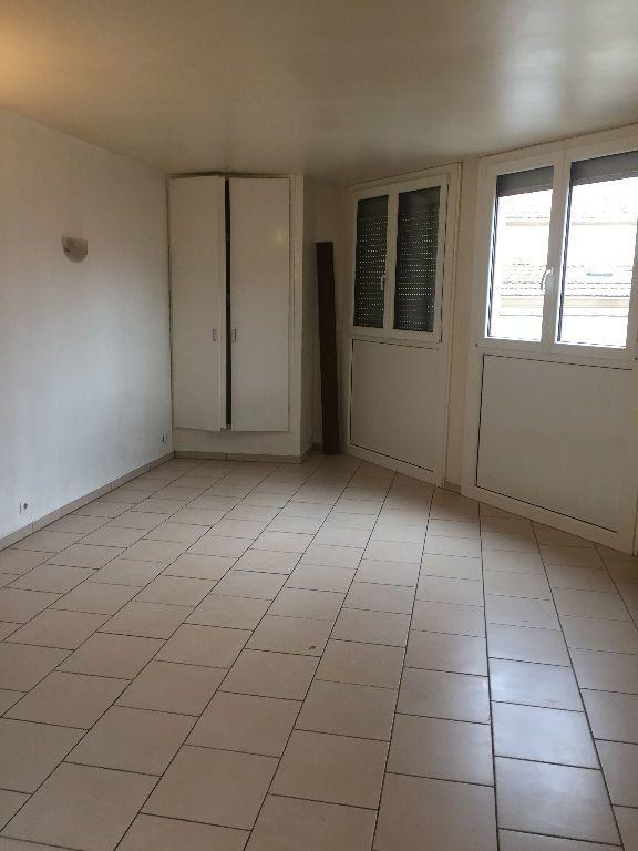 Appartement à louer 1 24m2 à La Seyne-sur-Mer vignette-2
