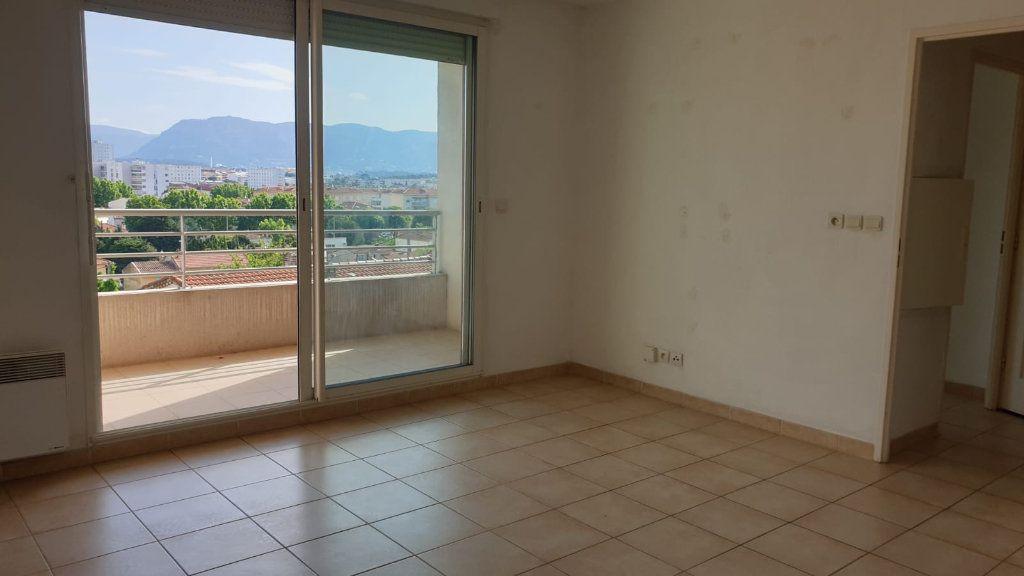 Appartement à vendre 2 41m2 à La Seyne-sur-Mer vignette-3
