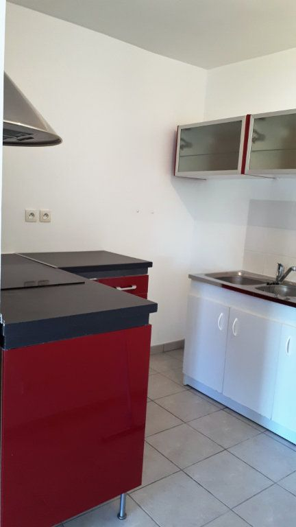 Appartement à louer 2 49.23m2 à La Seyne-sur-Mer vignette-2
