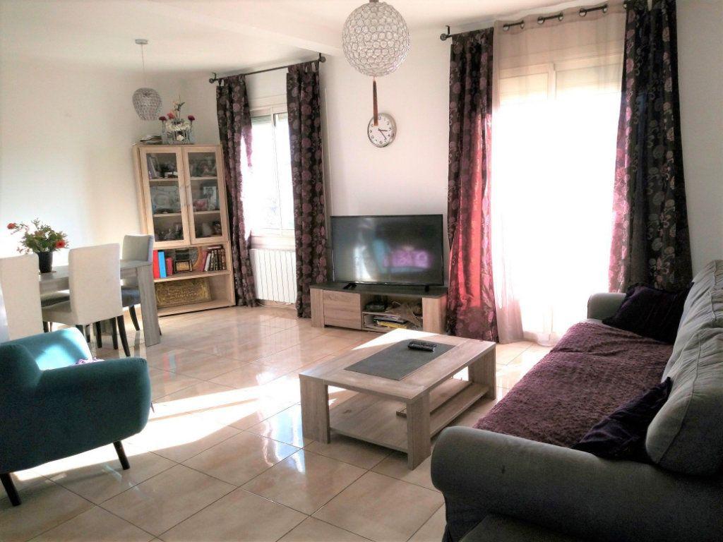 Appartement à vendre 4 65m2 à La Seyne-sur-Mer vignette-1