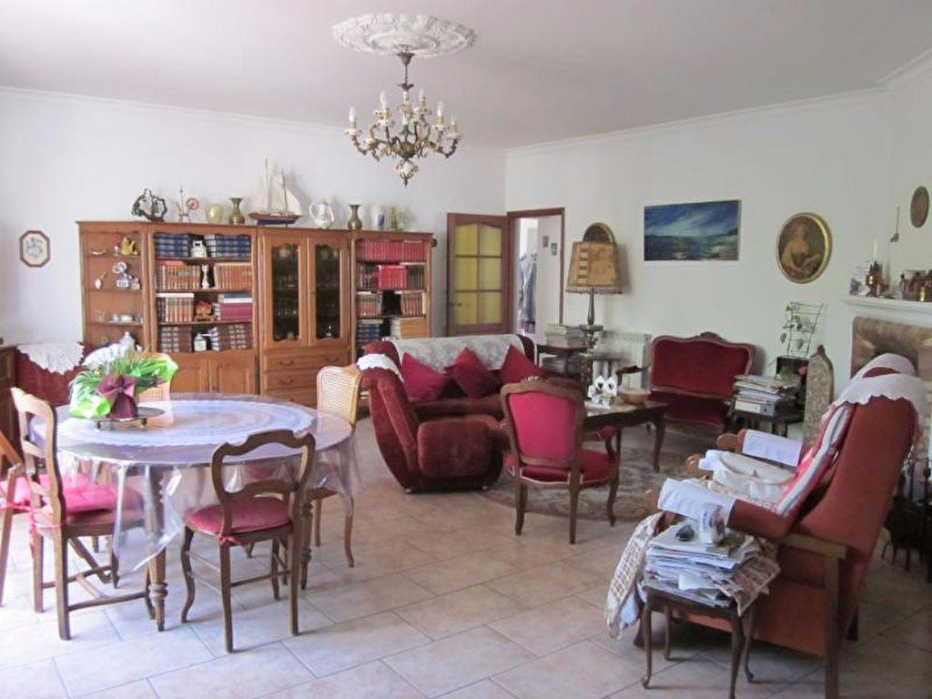 Maison à vendre 11 250m2 à La Seyne-sur-Mer vignette-2