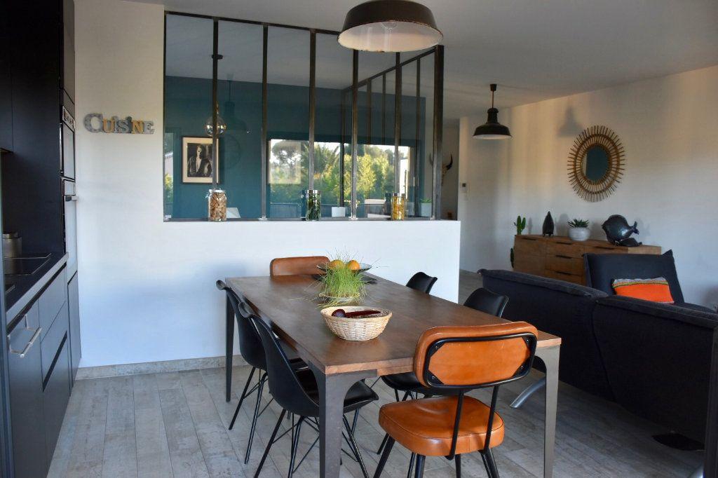Appartement à vendre 3 80m2 à Sanary-sur-Mer vignette-1