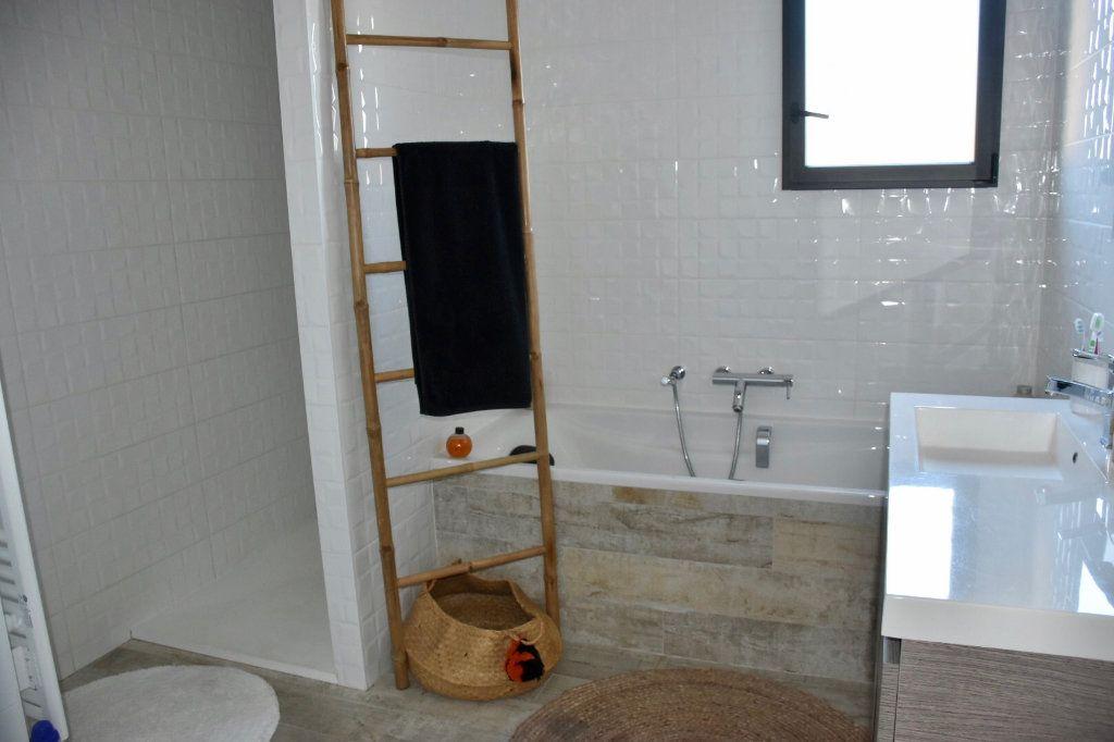 Appartement à vendre 3 80m2 à Sanary-sur-Mer vignette-9