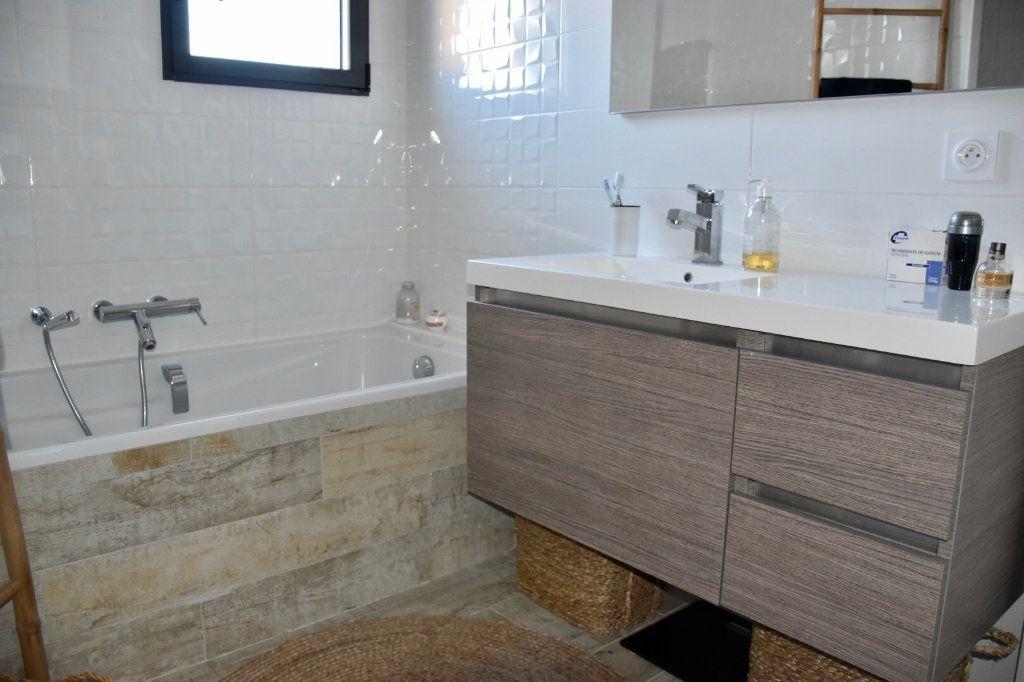 Appartement à vendre 3 80m2 à Sanary-sur-Mer vignette-10