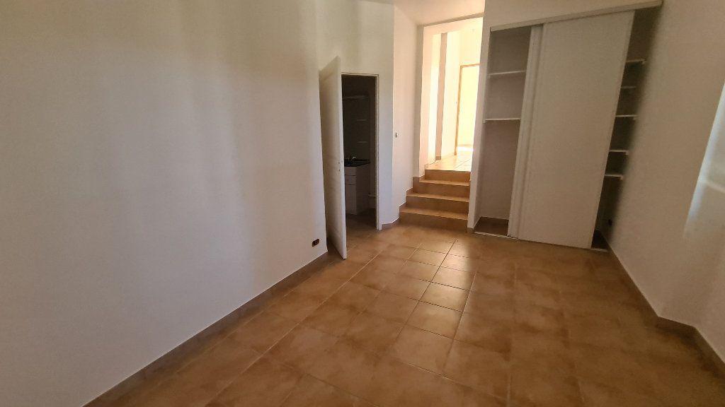 Appartement à vendre 3 71.9m2 à La Seyne-sur-Mer vignette-2