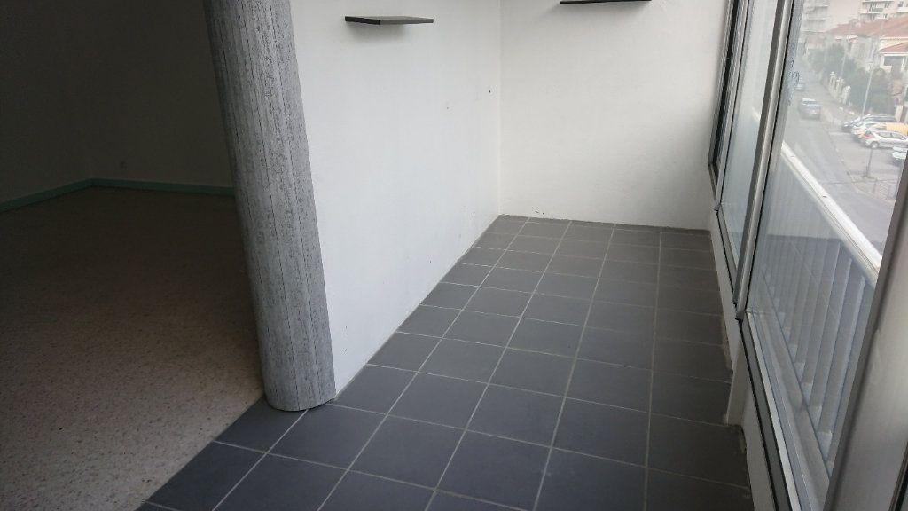Appartement à vendre 2 58m2 à La Seyne-sur-Mer vignette-3