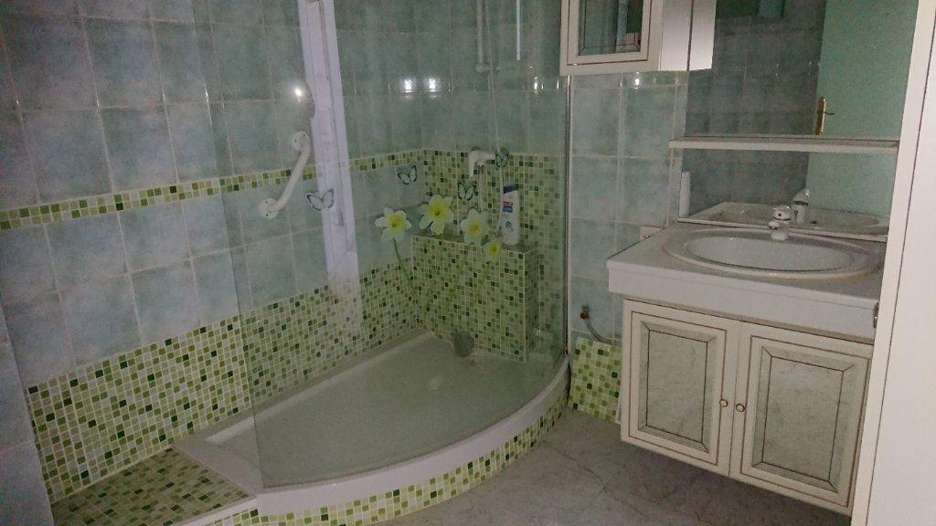 Appartement à vendre 2 58m2 à La Seyne-sur-Mer vignette-4