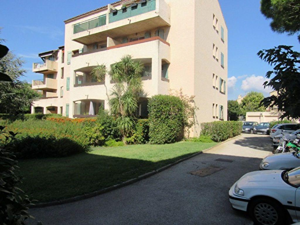 Appartement à vendre 2 52m2 à Sanary-sur-Mer vignette-4