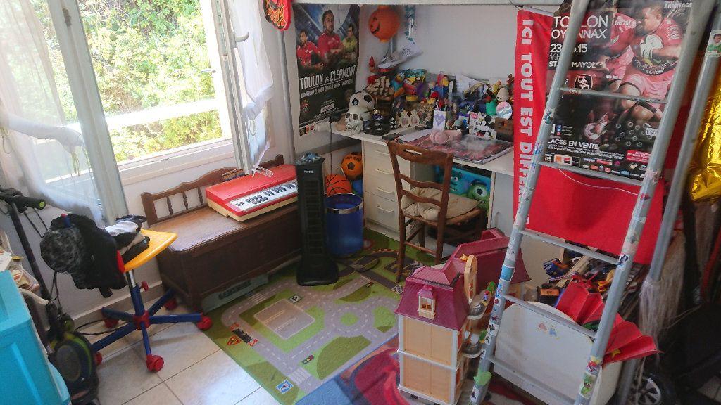 Appartement à vendre 4 75m2 à Saint-Mandrier-sur-Mer vignette-4