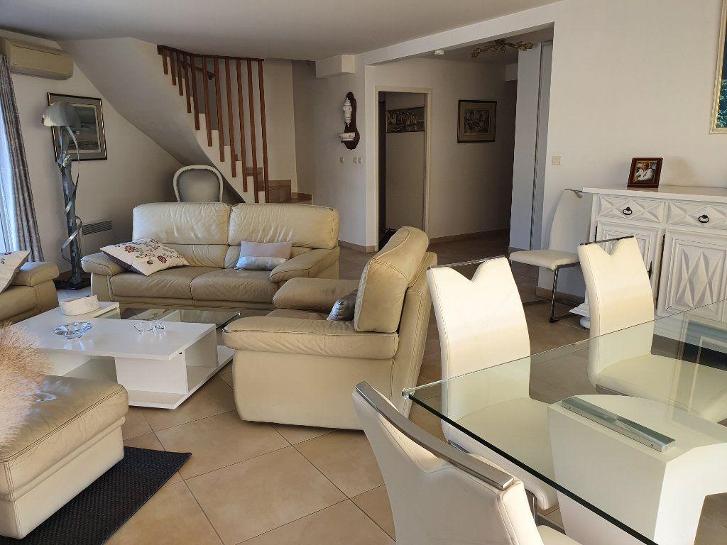 Appartement à vendre 4 120m2 à La Seyne-sur-Mer vignette-4