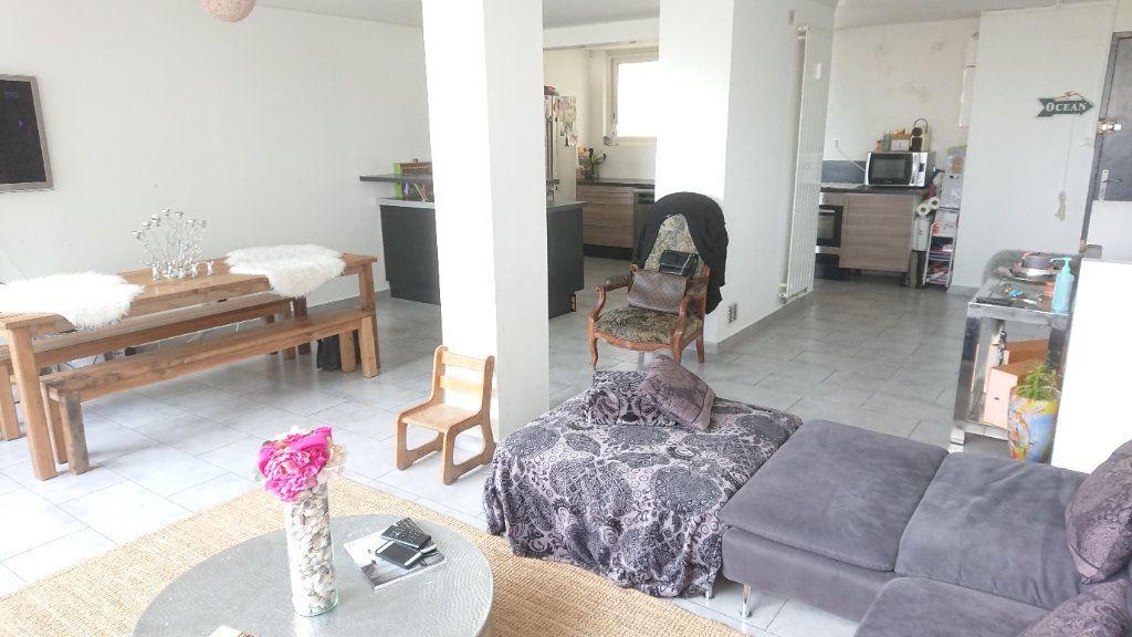 Appartement à vendre 6 111m2 à La Seyne-sur-Mer vignette-2