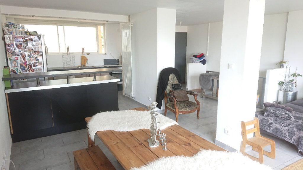 Appartement à vendre 6 111m2 à La Seyne-sur-Mer vignette-3