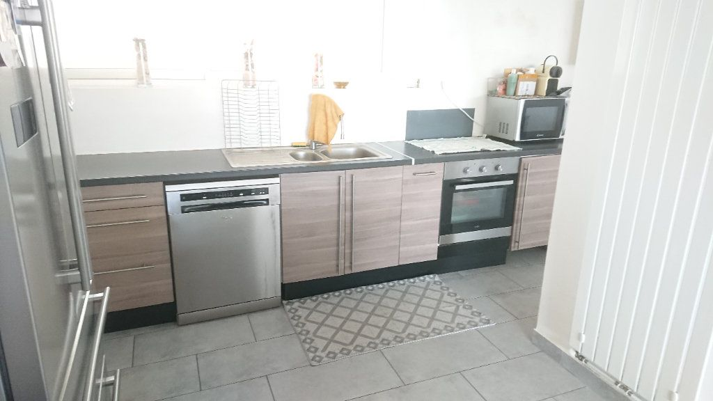 Appartement à vendre 6 111m2 à La Seyne-sur-Mer vignette-4